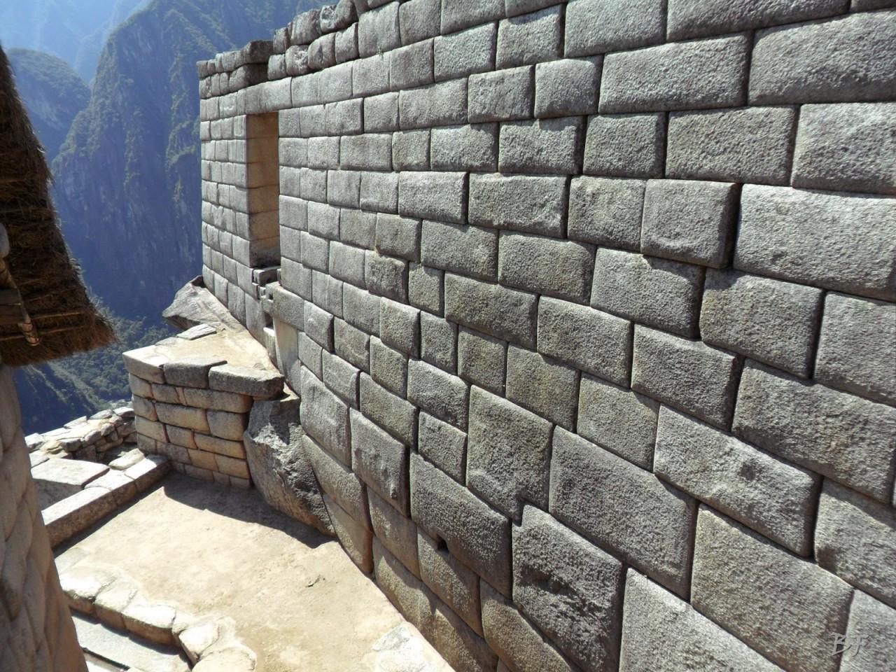 Mura-Poligonali-Incisioni-Altari-Edifici-Rupestri-Megaliti-Machu-Picchu-Aguas-Calientes-Urubamba-Cusco-Perù-29