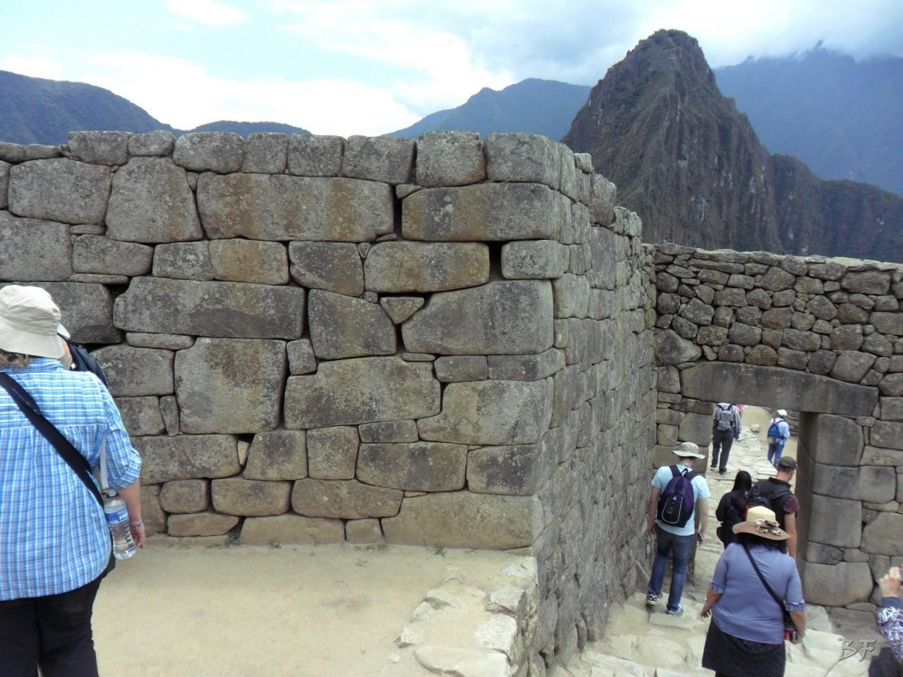 Mura-Poligonali-Incisioni-Altari-Edifici-Rupestri-Megaliti-Machu-Picchu-Aguas-Calientes-Urubamba-Cusco-Perù-76