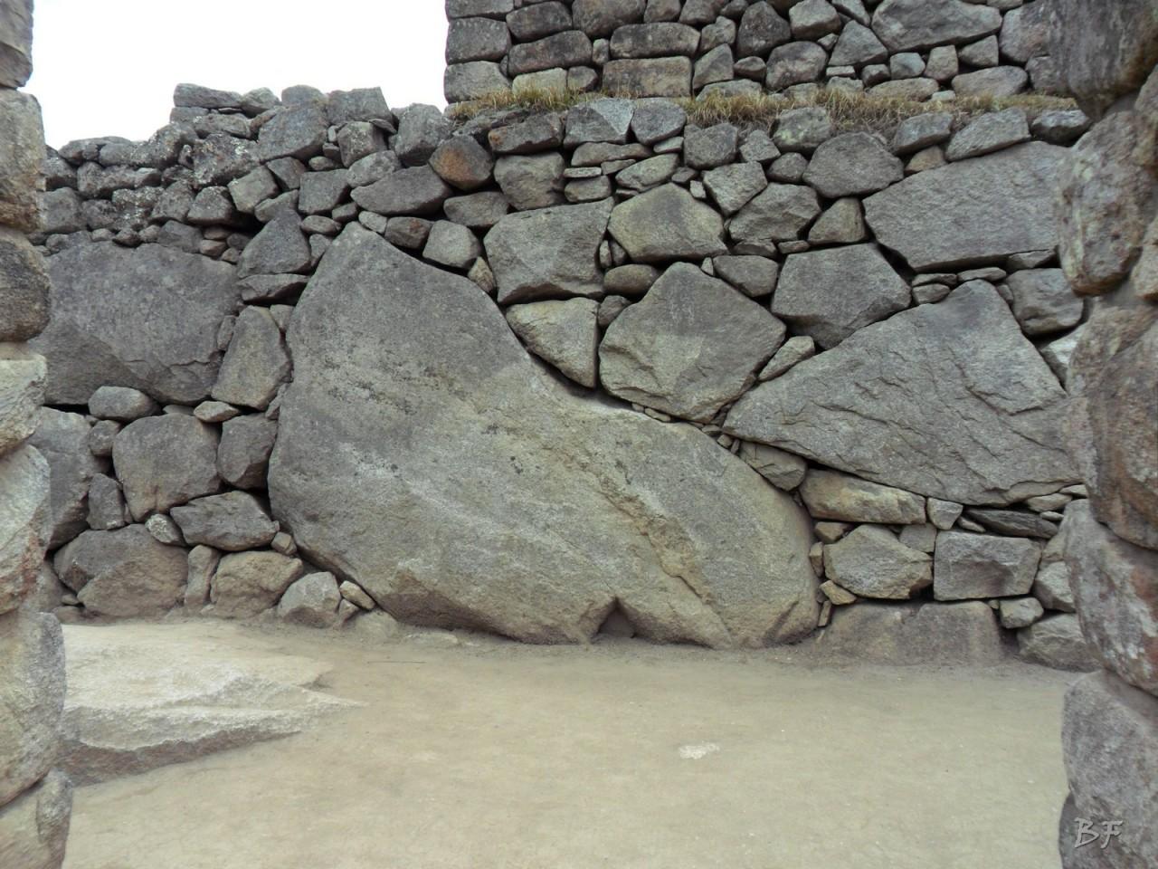 Mura-Poligonali-Incisioni-Altari-Edifici-Rupestri-Megaliti-Machu-Picchu-Aguas-Calientes-Urubamba-Cusco-Perù-81