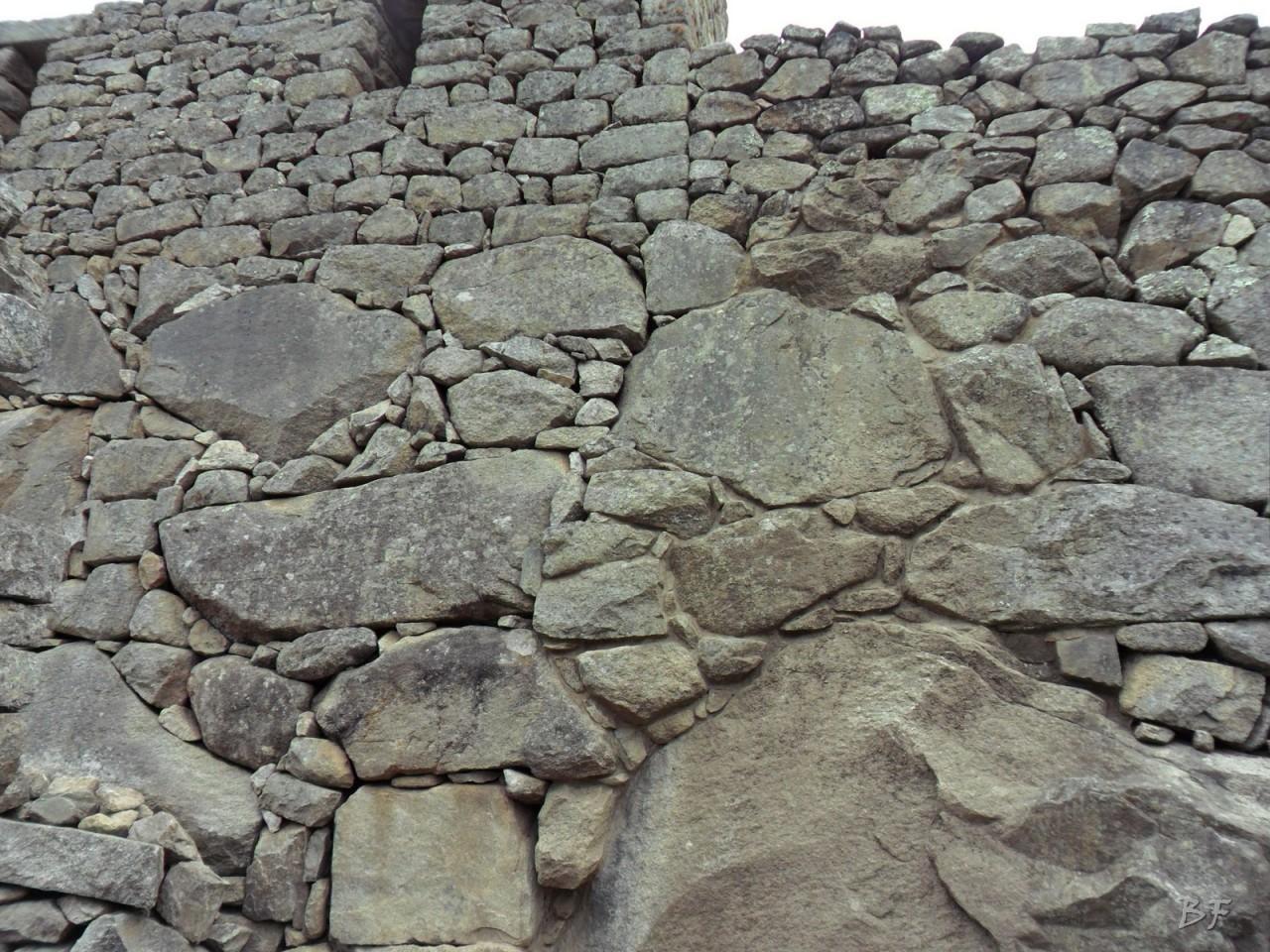 Mura-Poligonali-Incisioni-Altari-Edifici-Rupestri-Megaliti-Machu-Picchu-Aguas-Calientes-Urubamba-Cusco-Perù-85
