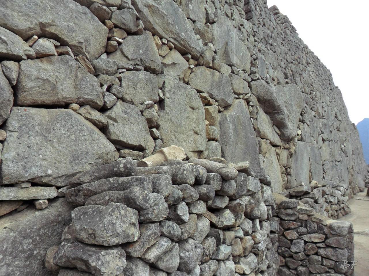 Mura-Poligonali-Incisioni-Altari-Edifici-Rupestri-Megaliti-Machu-Picchu-Aguas-Calientes-Urubamba-Cusco-Perù-91
