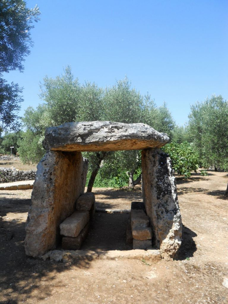 Dolmen-Montalbano-Fasano-Ostuni-Megaliti-Salento-Brindisi-Puglia-Italia-5