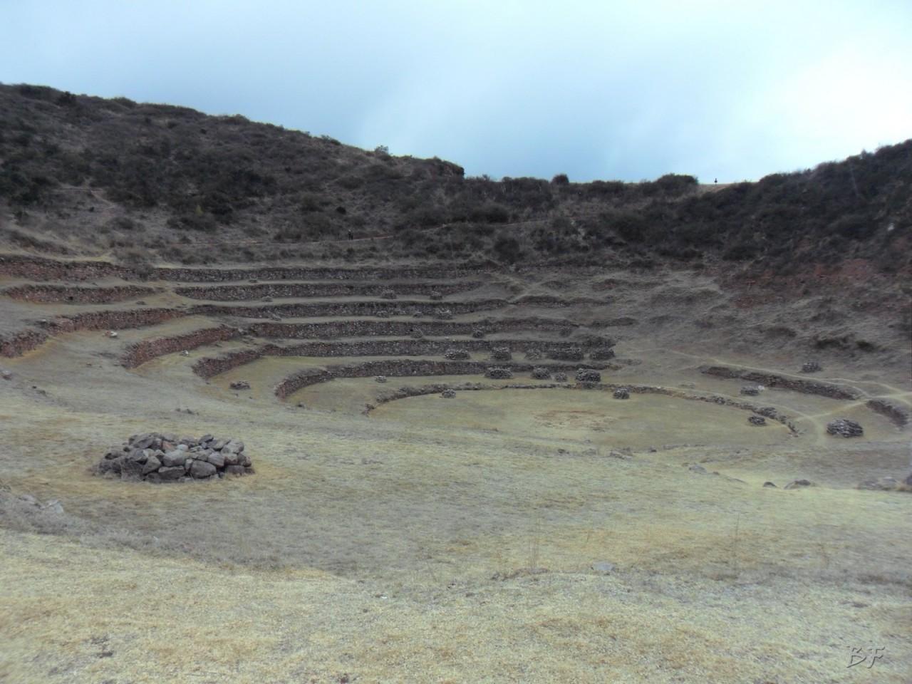 Terrazze-Circolari-Megaliti-Moray-Saline-Maras-Cusco-Perù-5
