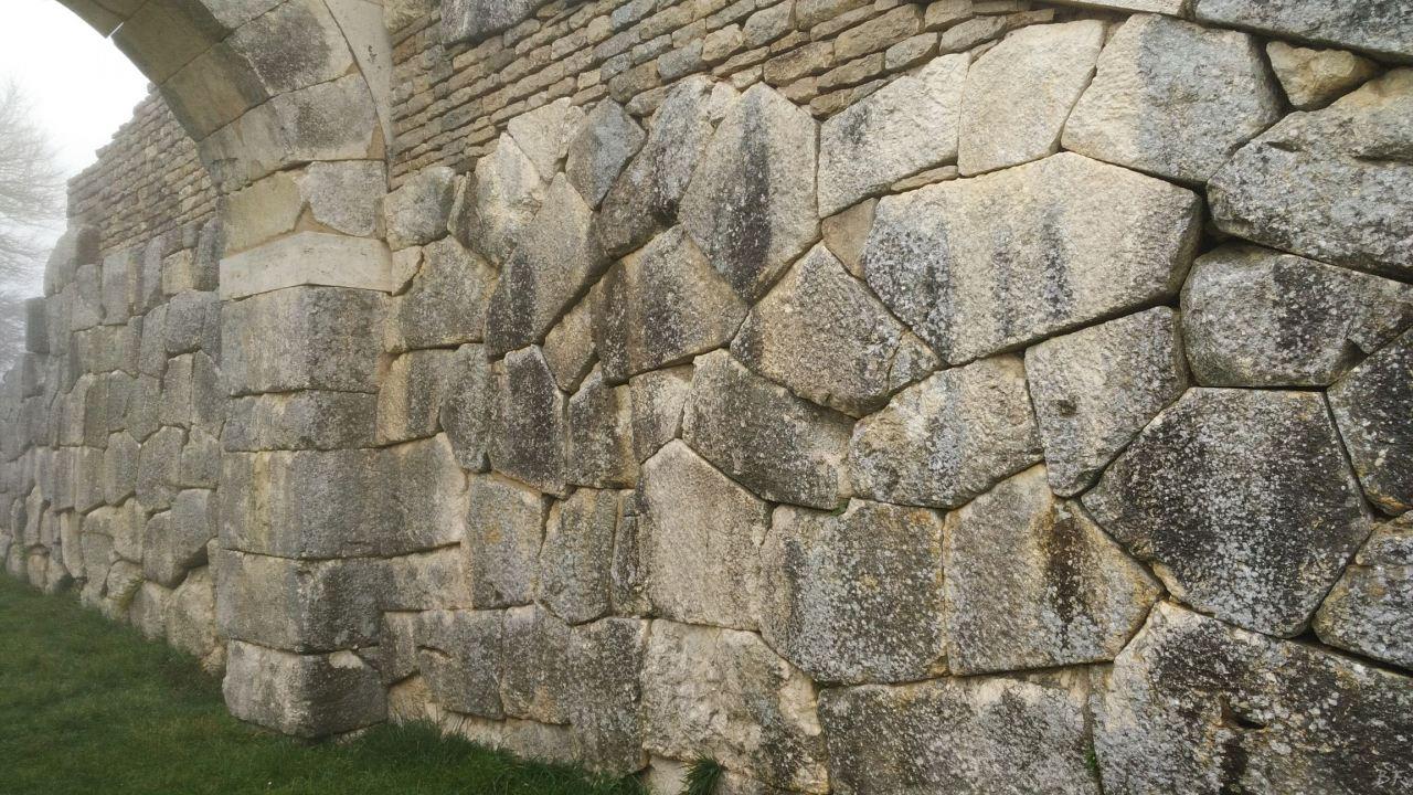 Pietrabbondante-Mura-Poligonali-Megalitiche-Isernia-Molise-Italia-23