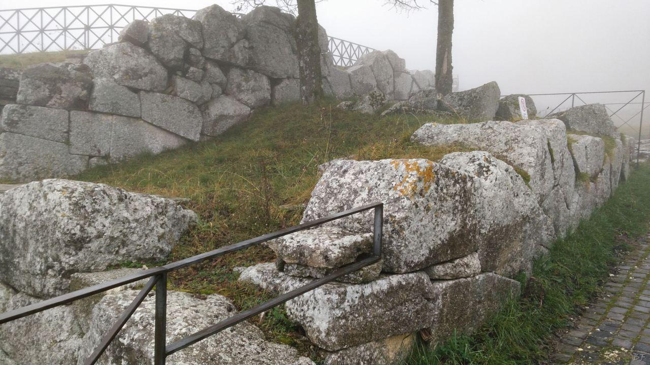 Pietrabbondante-Mura-Poligonali-Megalitiche-Isernia-Molise-Italia-39