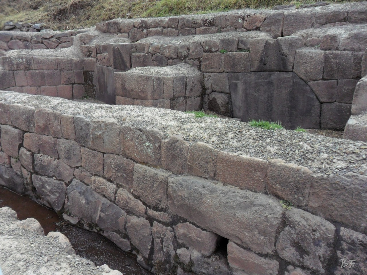 Mura-Poligonali-Megaliti-Altari-Rupestri-Pisac-Cusco-Perù-10