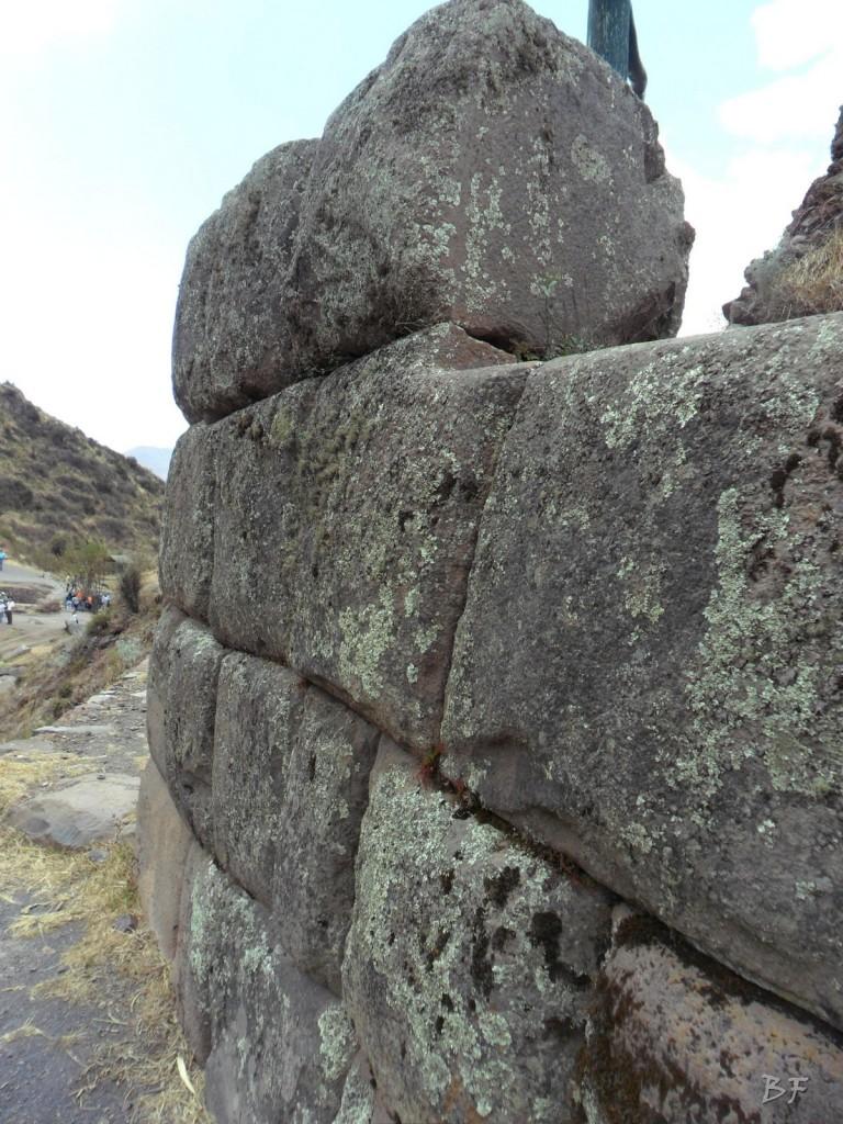 Mura-Poligonali-Megaliti-Altari-Rupestri-Pisac-Cusco-Perù-13