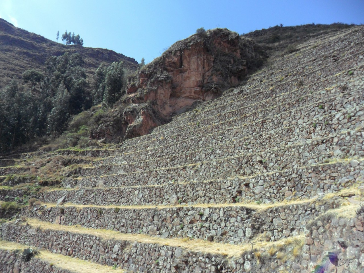 Mura-Poligonali-Megaliti-Altari-Rupestri-Pisac-Cusco-Perù-2