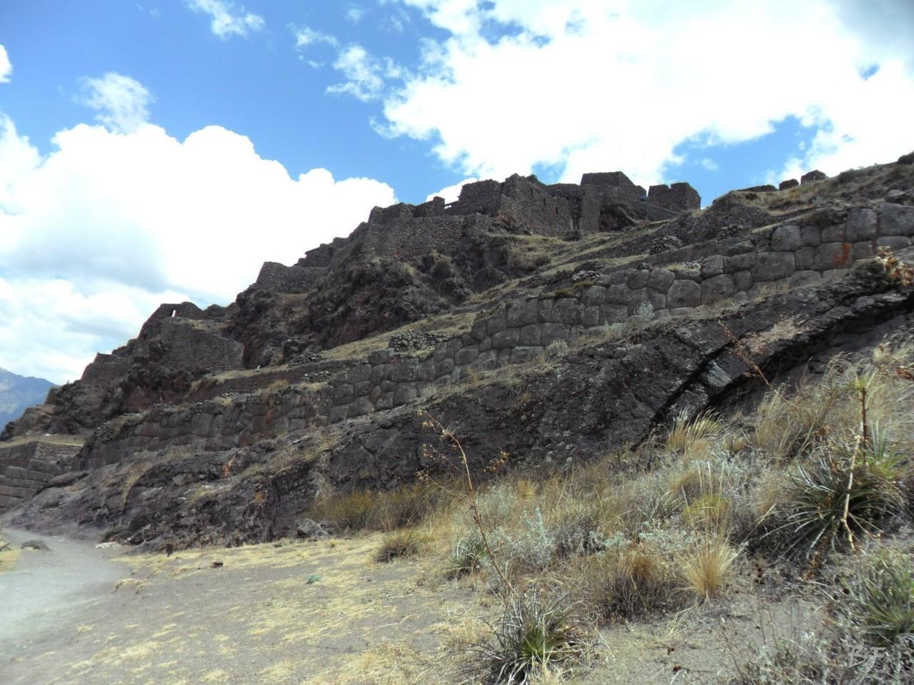 Mura-Poligonali-Megaliti-Altari-Rupestri-Pisac-Cusco-Perù-24