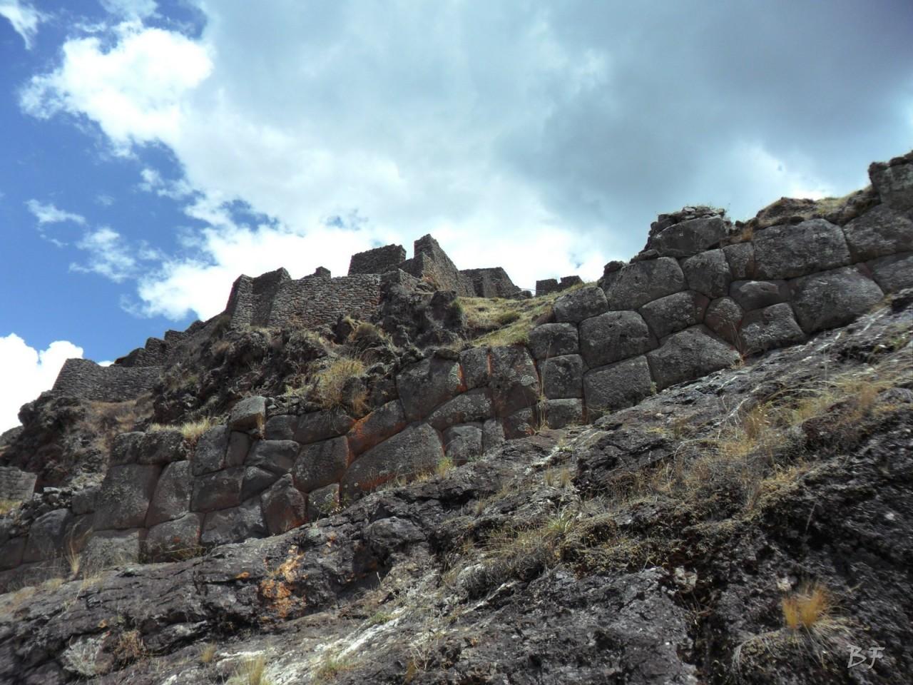 Mura-Poligonali-Megaliti-Altari-Rupestri-Pisac-Cusco-Perù-25