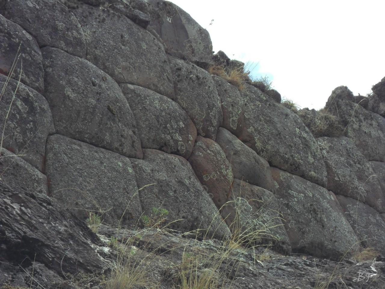 Mura-Poligonali-Megaliti-Altari-Rupestri-Pisac-Cusco-Perù-27