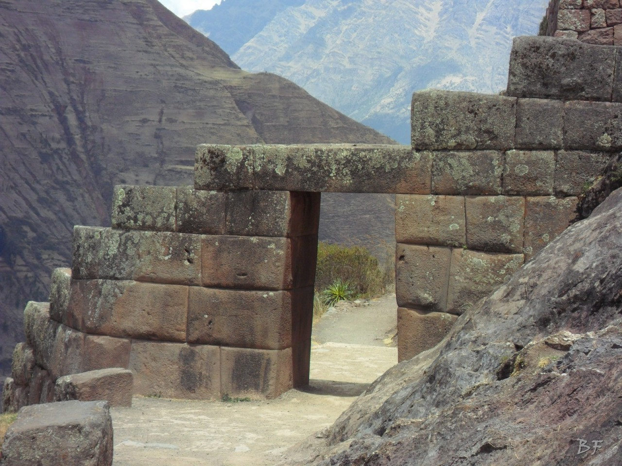 Mura-Poligonali-Megaliti-Altari-Rupestri-Pisac-Cusco-Perù-28