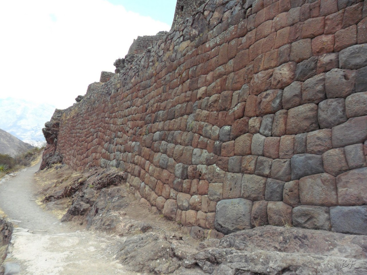 Mura-Poligonali-Megaliti-Altari-Rupestri-Pisac-Cusco-Perù-31
