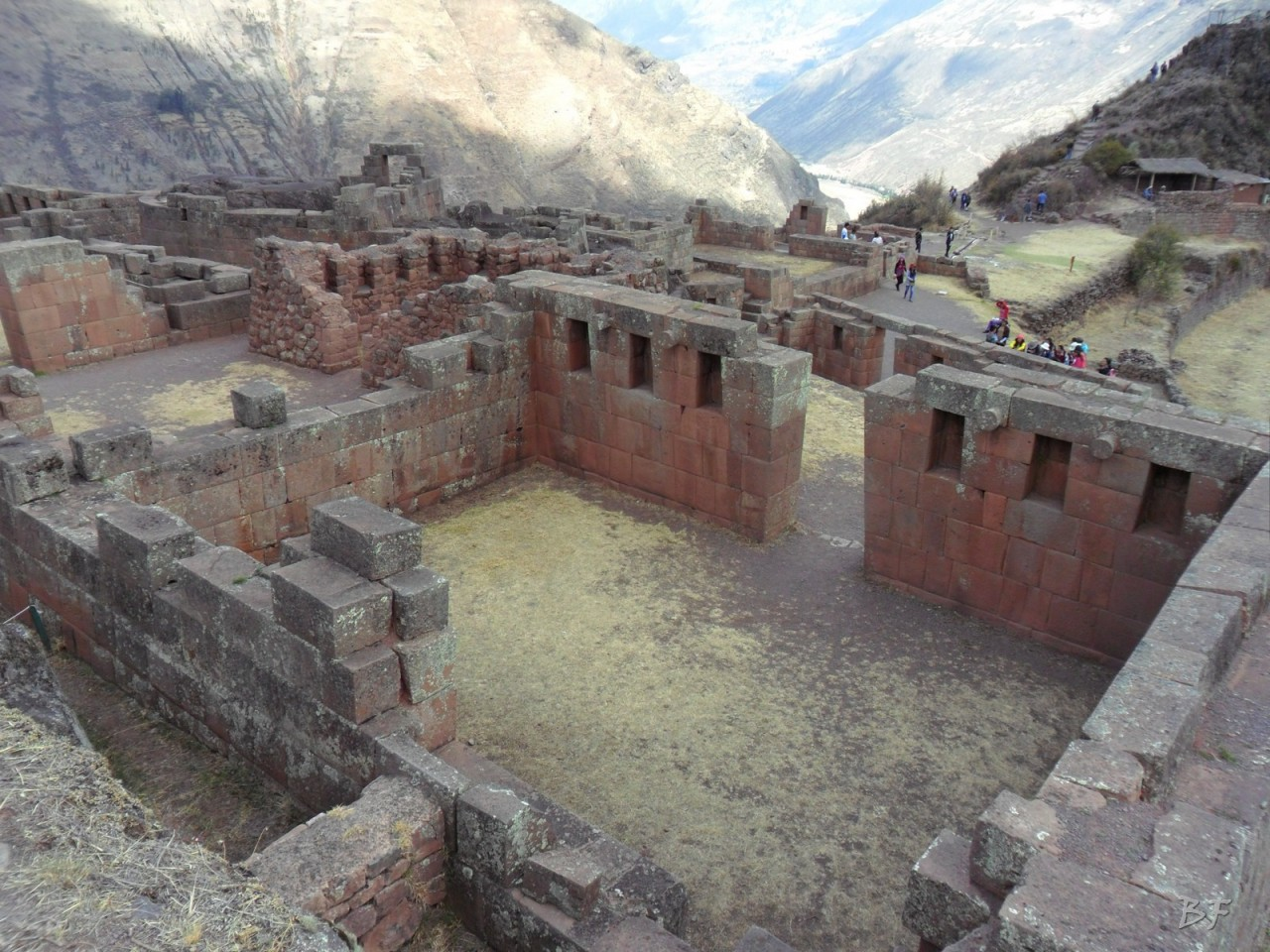 Mura-Poligonali-Megaliti-Altari-Rupestri-Pisac-Cusco-Perù-41