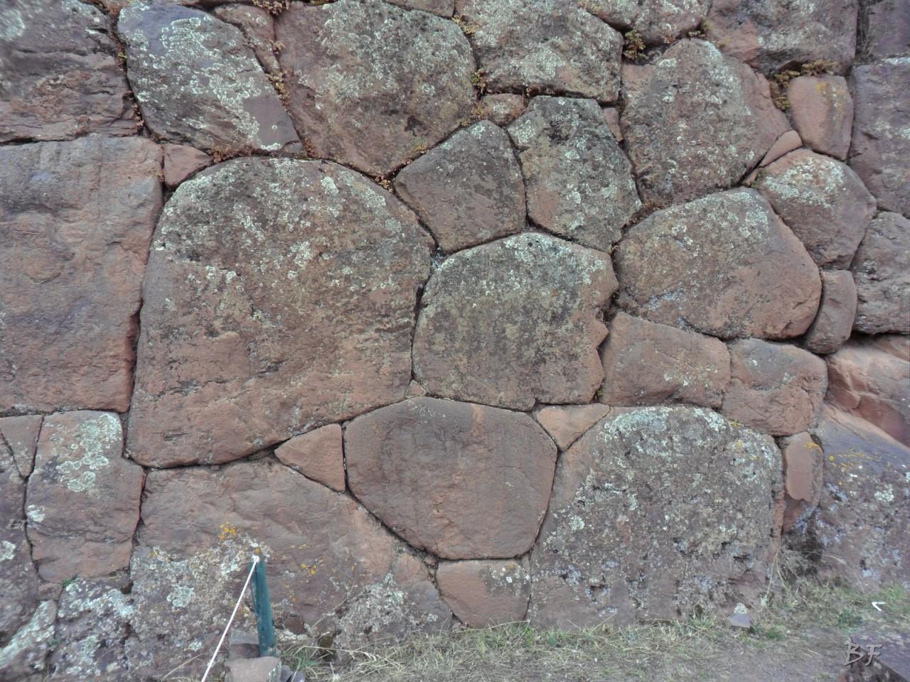 Mura-Poligonali-Megaliti-Altari-Rupestri-Pisac-Cusco-Perù-44