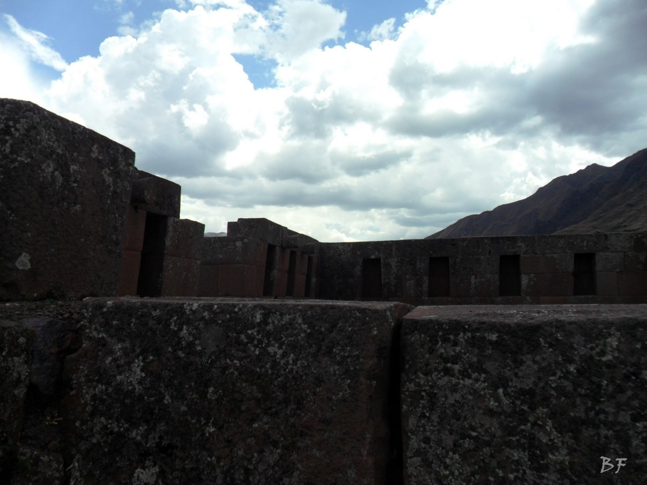 Mura-Poligonali-Megaliti-Altari-Rupestri-Pisac-Cusco-Perù-45