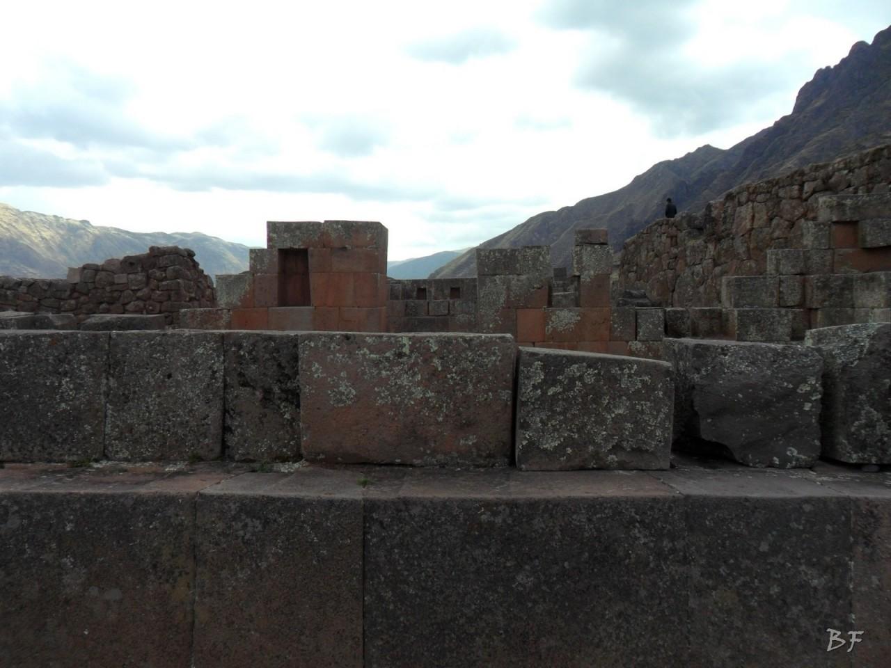 Mura-Poligonali-Megaliti-Altari-Rupestri-Pisac-Cusco-Perù-53