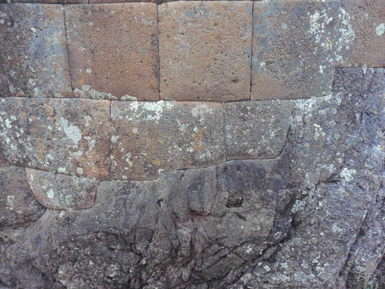 Mura-Poligonali-Megaliti-Altari-Rupestri-Pisac-Cusco-Perù-56