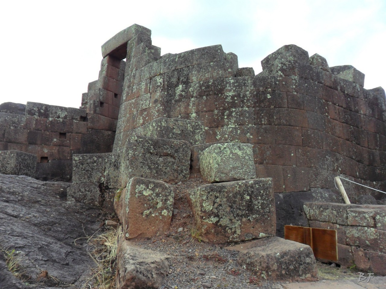 Mura-Poligonali-Megaliti-Altari-Rupestri-Pisac-Cusco-Perù-59