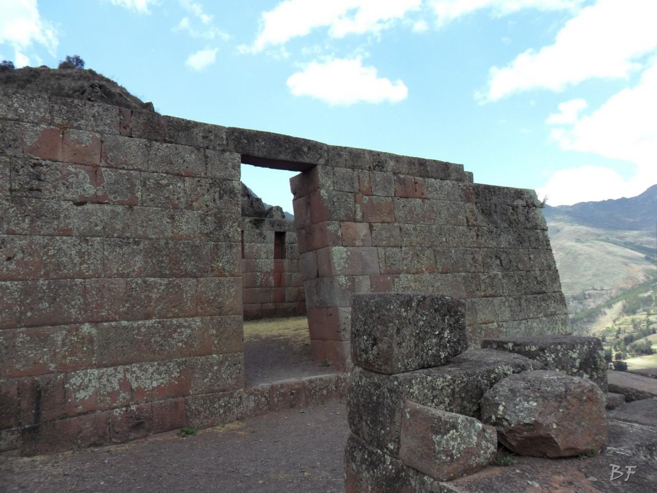 Mura-Poligonali-Megaliti-Altari-Rupestri-Pisac-Cusco-Perù-60