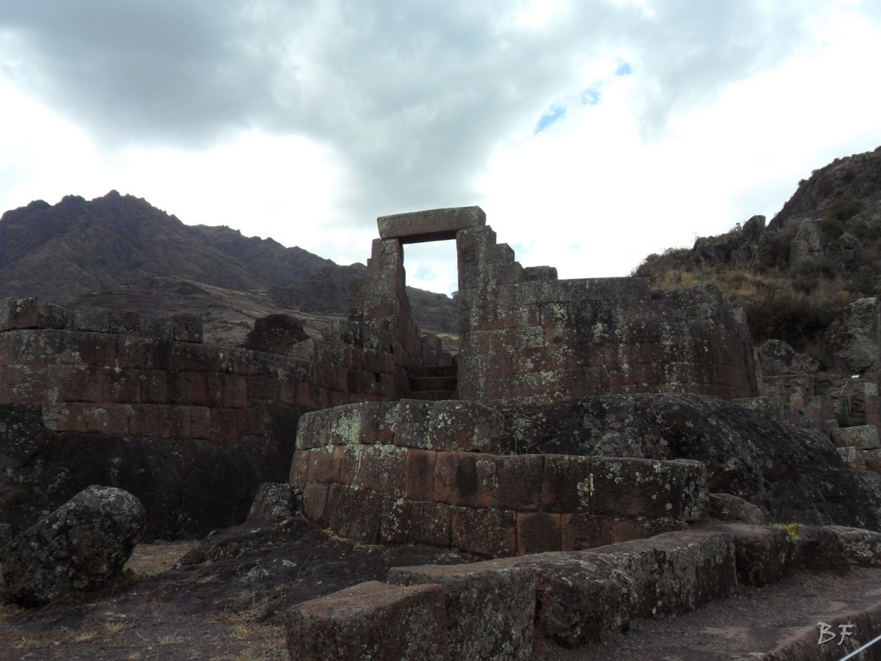 Mura-Poligonali-Megaliti-Altari-Rupestri-Pisac-Cusco-Perù-61