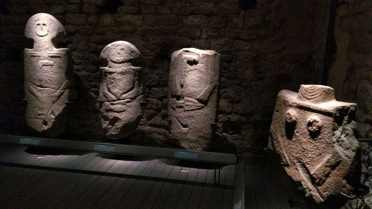 Statue-Stele-di-Pontremoli-Massa-Carrara-Lunigiana-Toscana-19