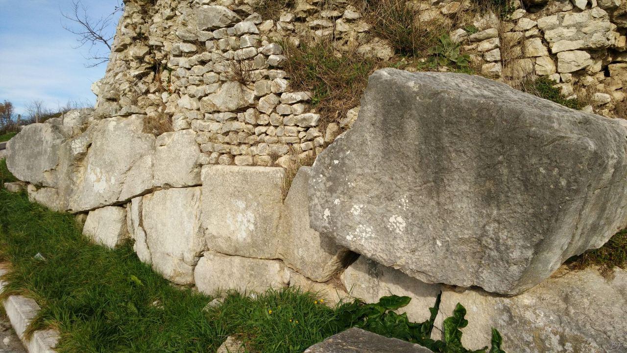 Praeneste-Mura-Poligonali-Megalitiche-Palestrina-Castel-San-Pietro-Roma-Lazio-Italia-4