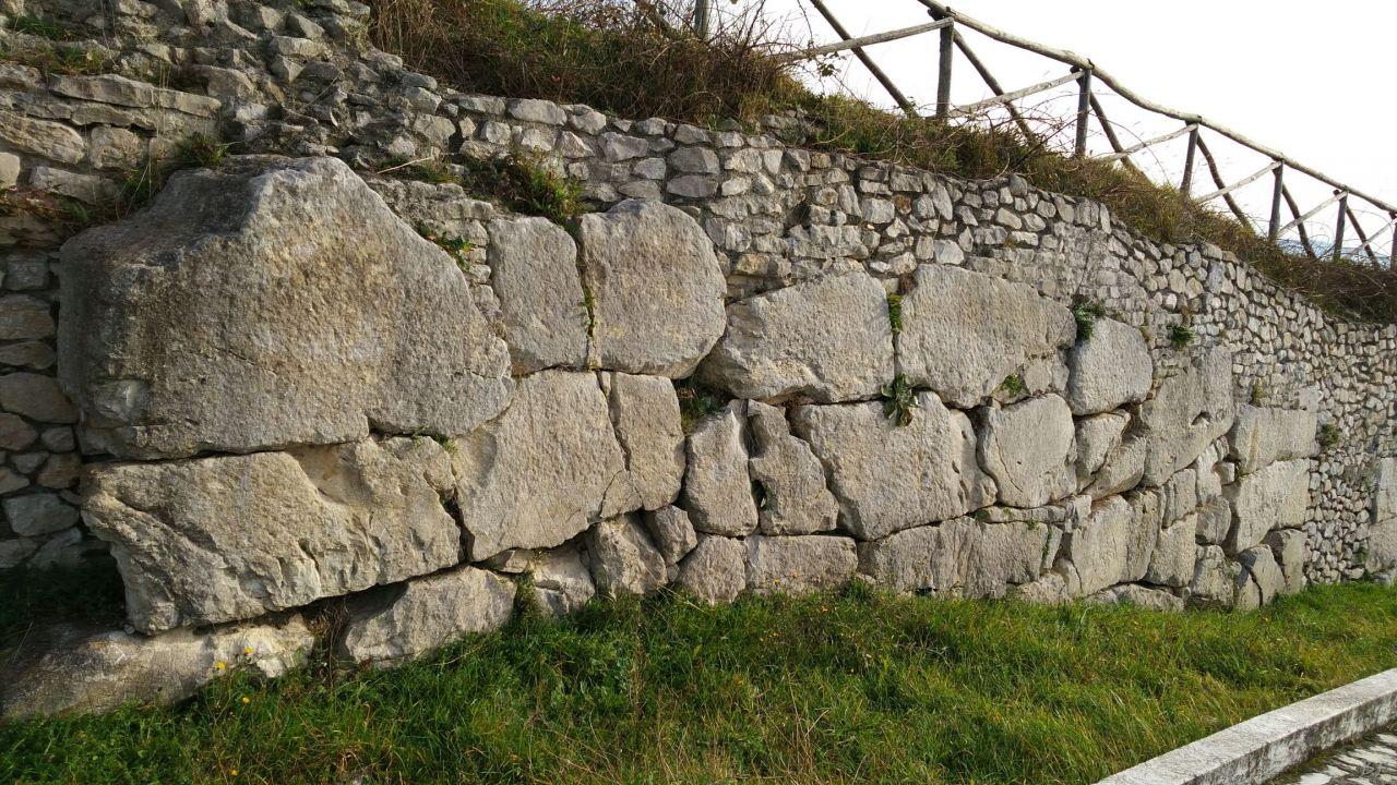 Praeneste-Mura-Poligonali-Megalitiche-Palestrina-Castel-San-Pietro-Roma-Lazio-Italia-5