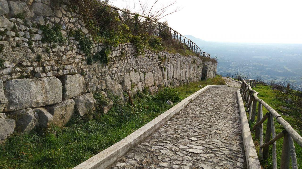 Praeneste-Mura-Poligonali-Megalitiche-Palestrina-Castel-San-Pietro-Roma-Lazio-Italia-6