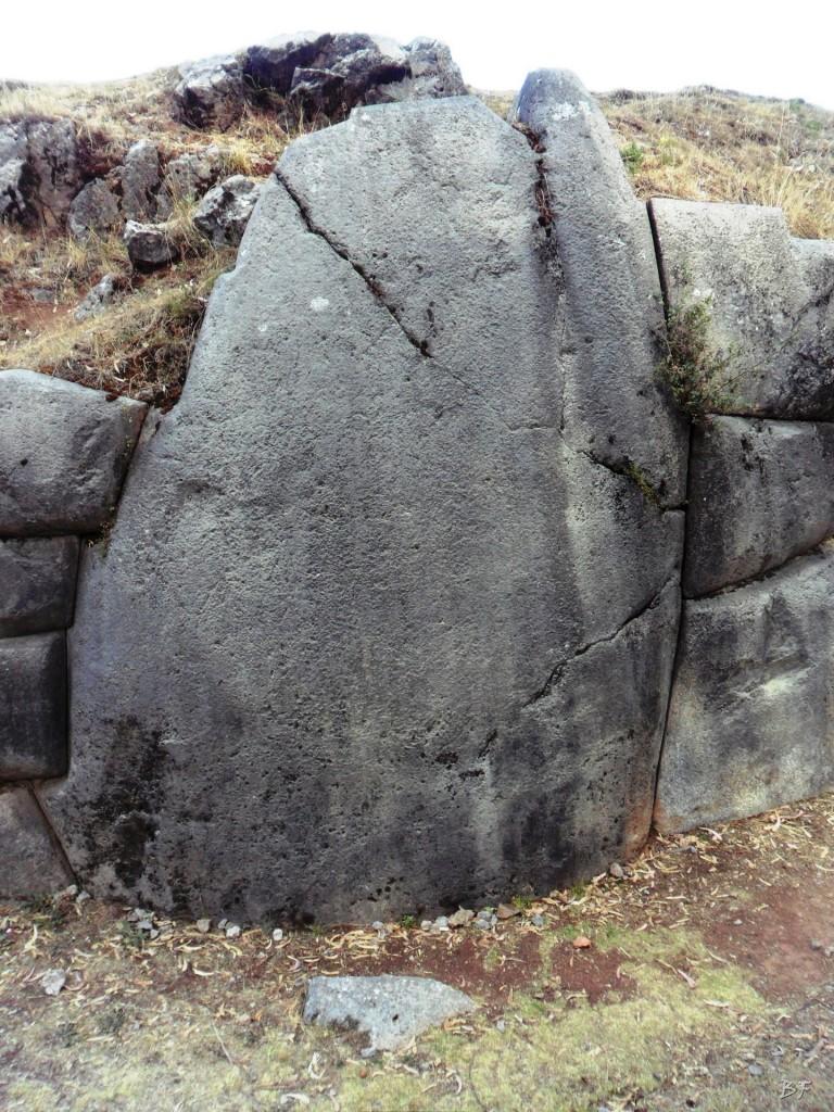 Qenqo-Chico-Altari-Mura-Poligonali-Megaliti-Cusco-Perù-10