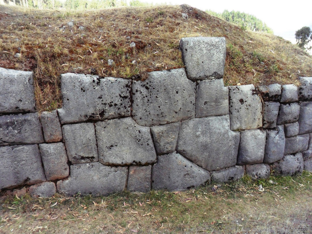 Qenqo-Chico-Altari-Mura-Poligonali-Megaliti-Cusco-Perù-15