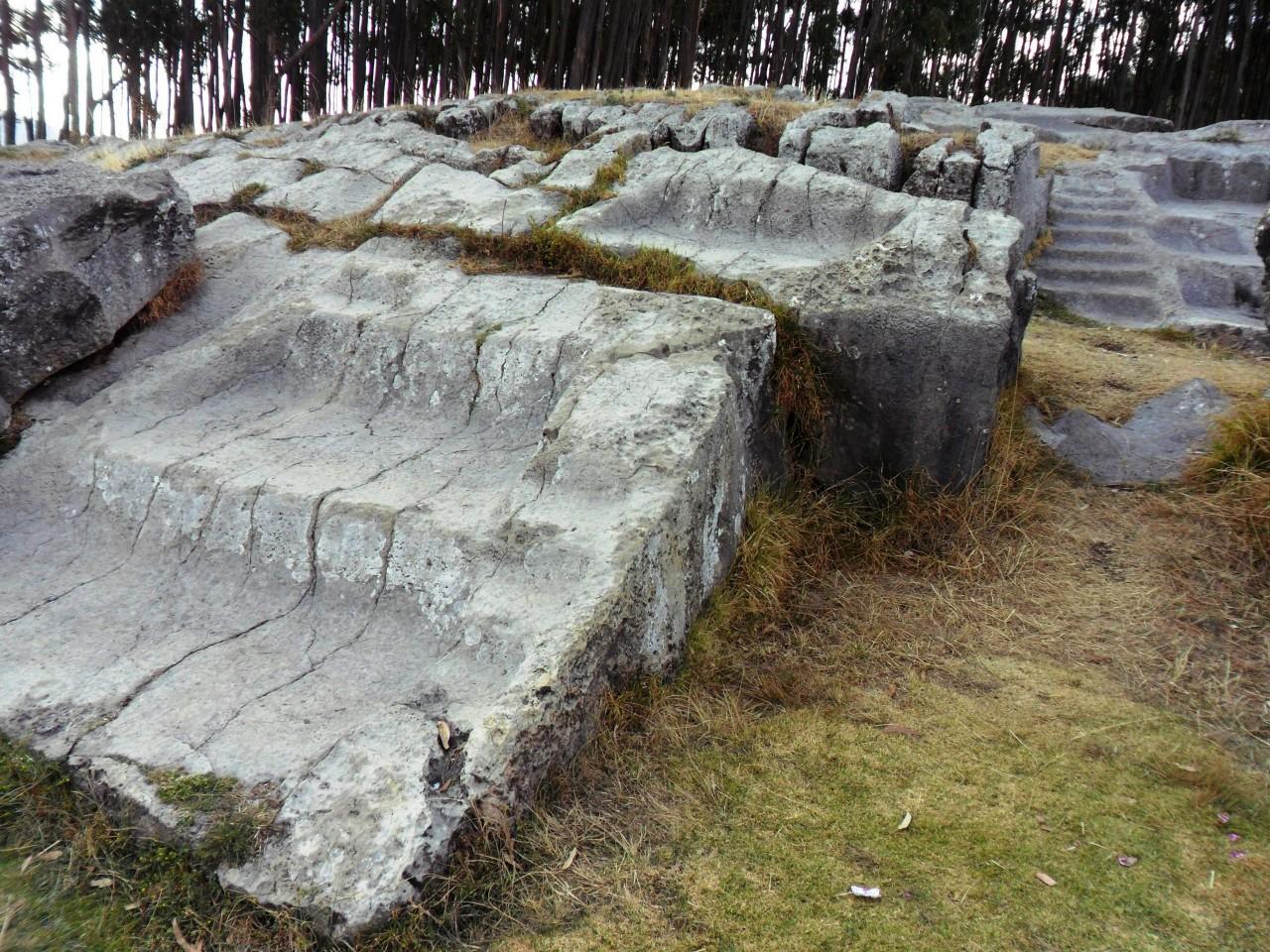 Qenqo-Chico-Altari-Mura-Poligonali-Megaliti-Cusco-Perù-2