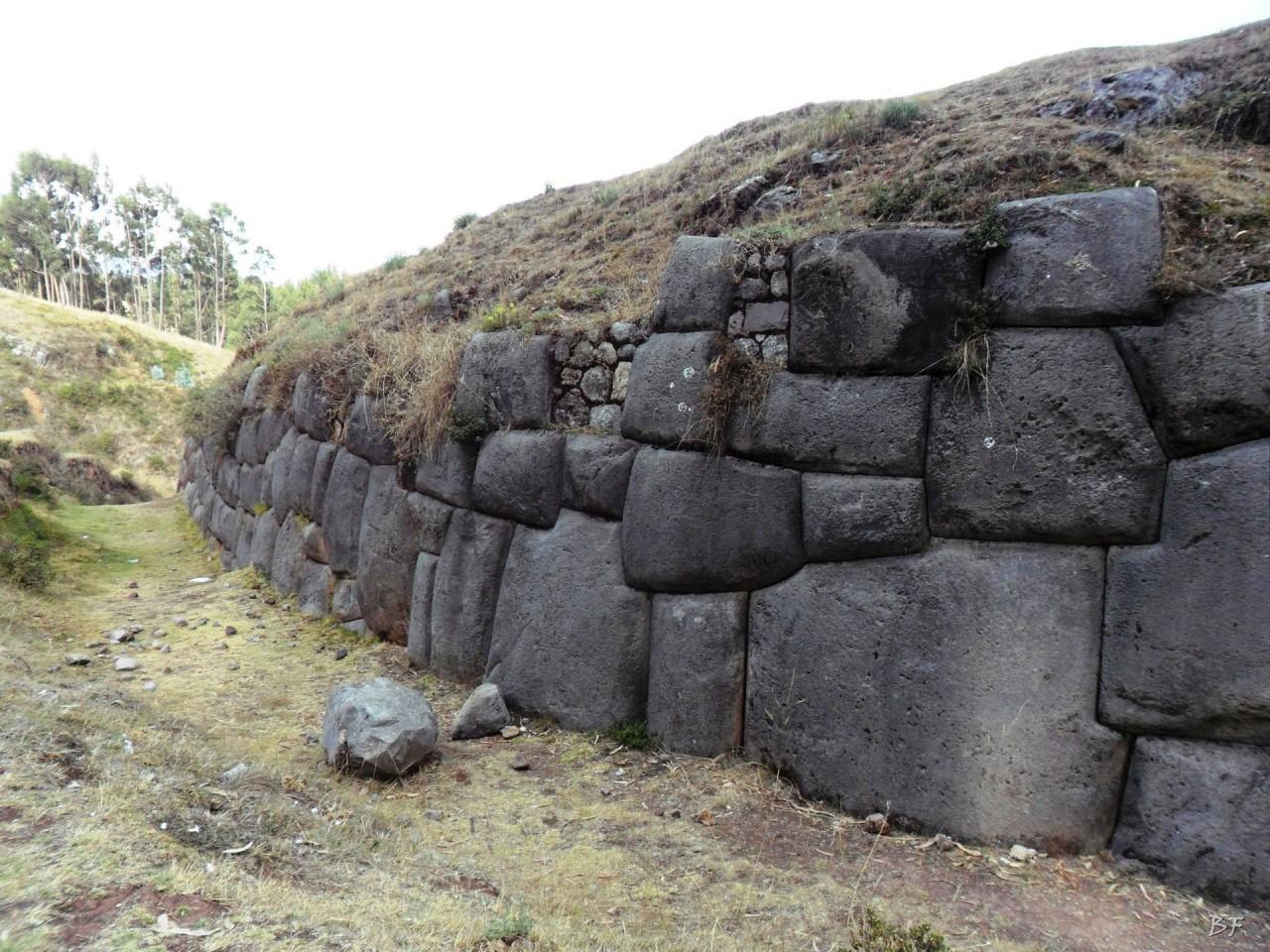 Qenqo-Chico-Altari-Mura-Poligonali-Megaliti-Cusco-Perù-9