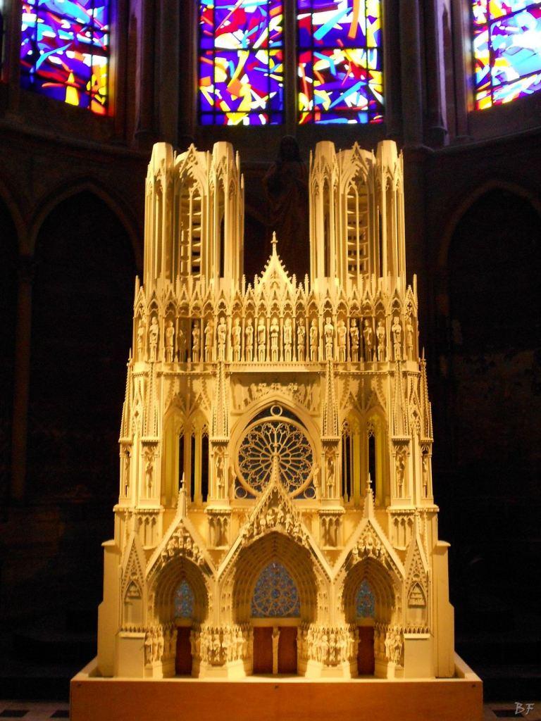 Cattedrale-Gotica-della-Vergine-di-Reims-Marne-Gran-Est-Francia-23