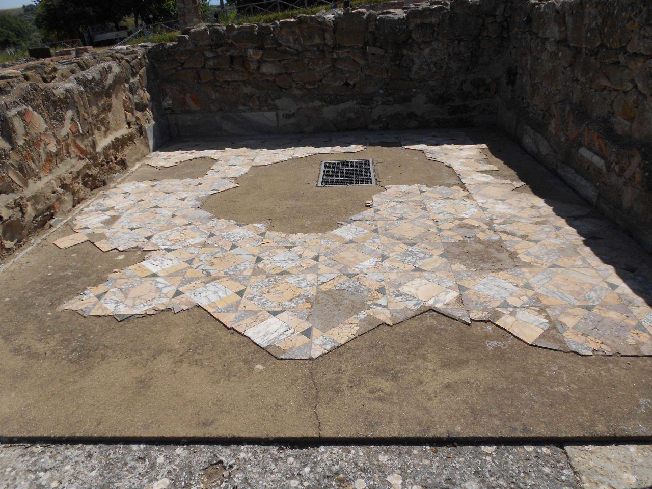 Roselle-Mura-Megalitiche-Roselle-Grosseto-Toscana-Italia-16