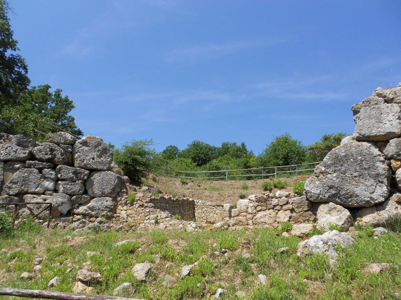 Roselle-Mura-Megalitiche-Roselle-Grosseto-Toscana-Italia-40