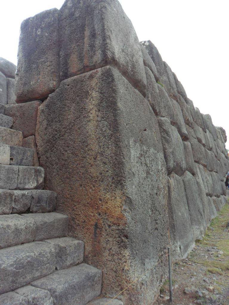 Sacsayhuamán-Mura-Megalitiche-Poligonali-Cusco-Peru-10