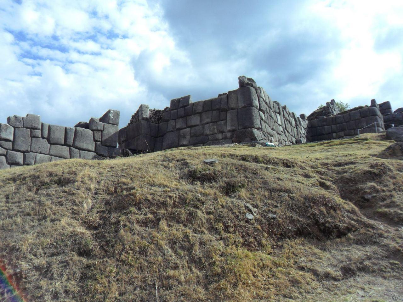 Sacsayhuamán-Mura-Megalitiche-Poligonali-Cusco-Peru-14