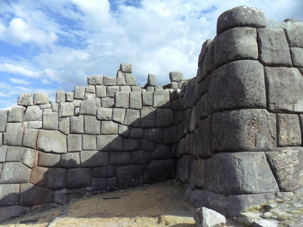 Sacsayhuamán-Mura-Megalitiche-Poligonali-Cusco-Peru-18