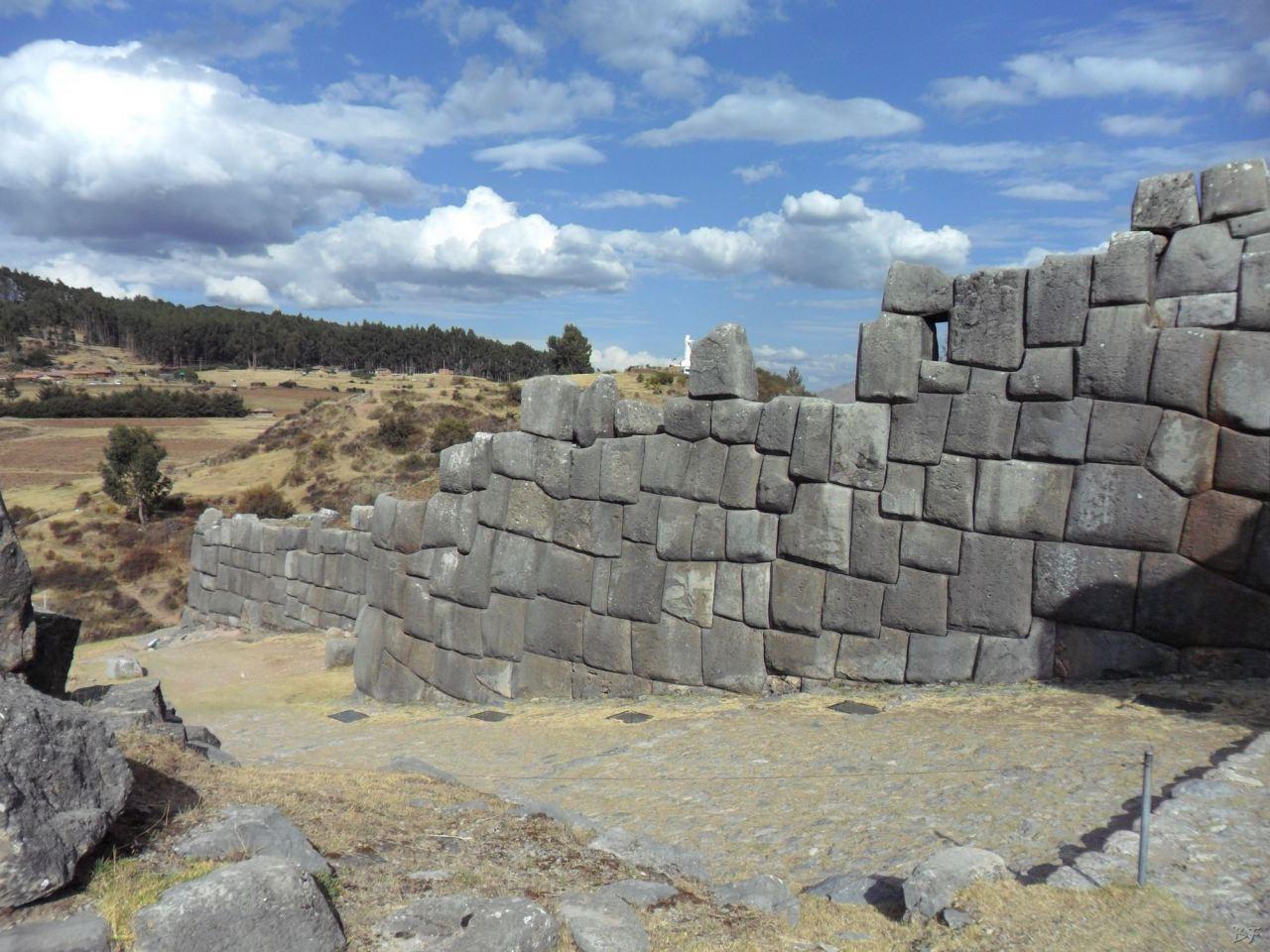 Sacsayhuamán-Mura-Megalitiche-Poligonali-Cusco-Peru-19