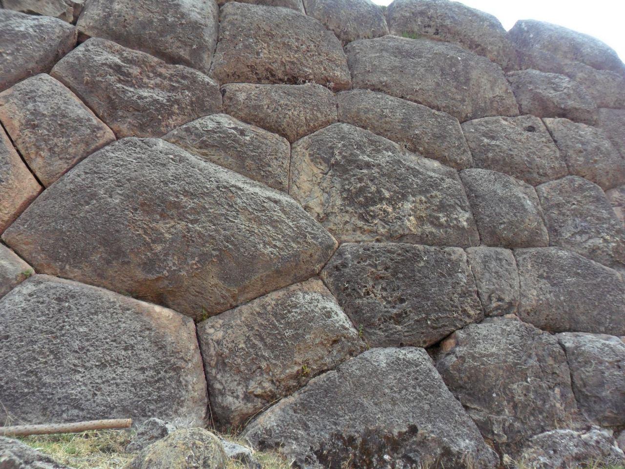 Sacsayhuamán-Mura-Megalitiche-Poligonali-Cusco-Peru-2