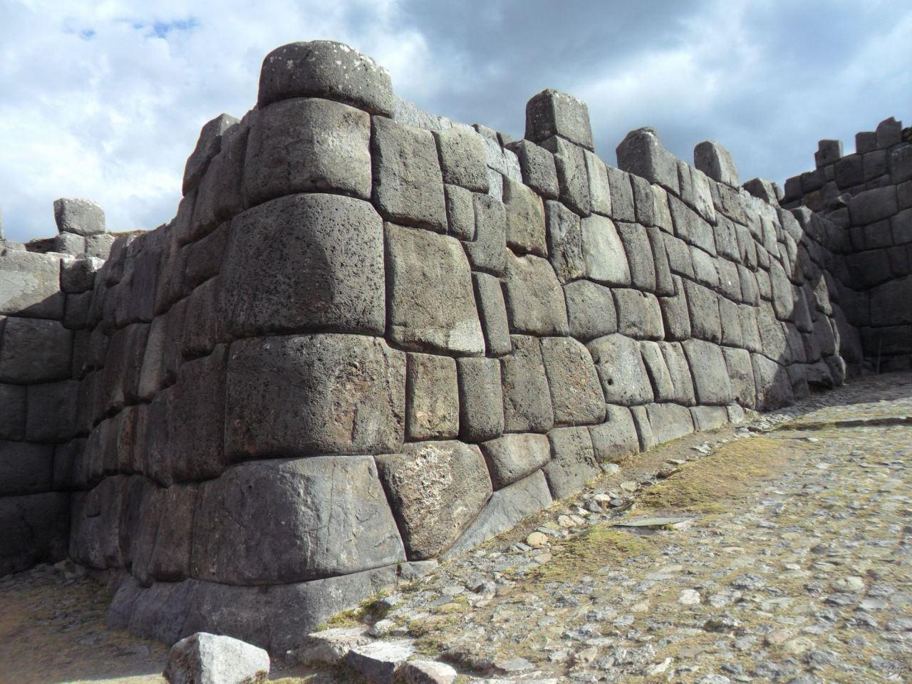 Sacsayhuamán-Mura-Megalitiche-Poligonali-Cusco-Peru-21
