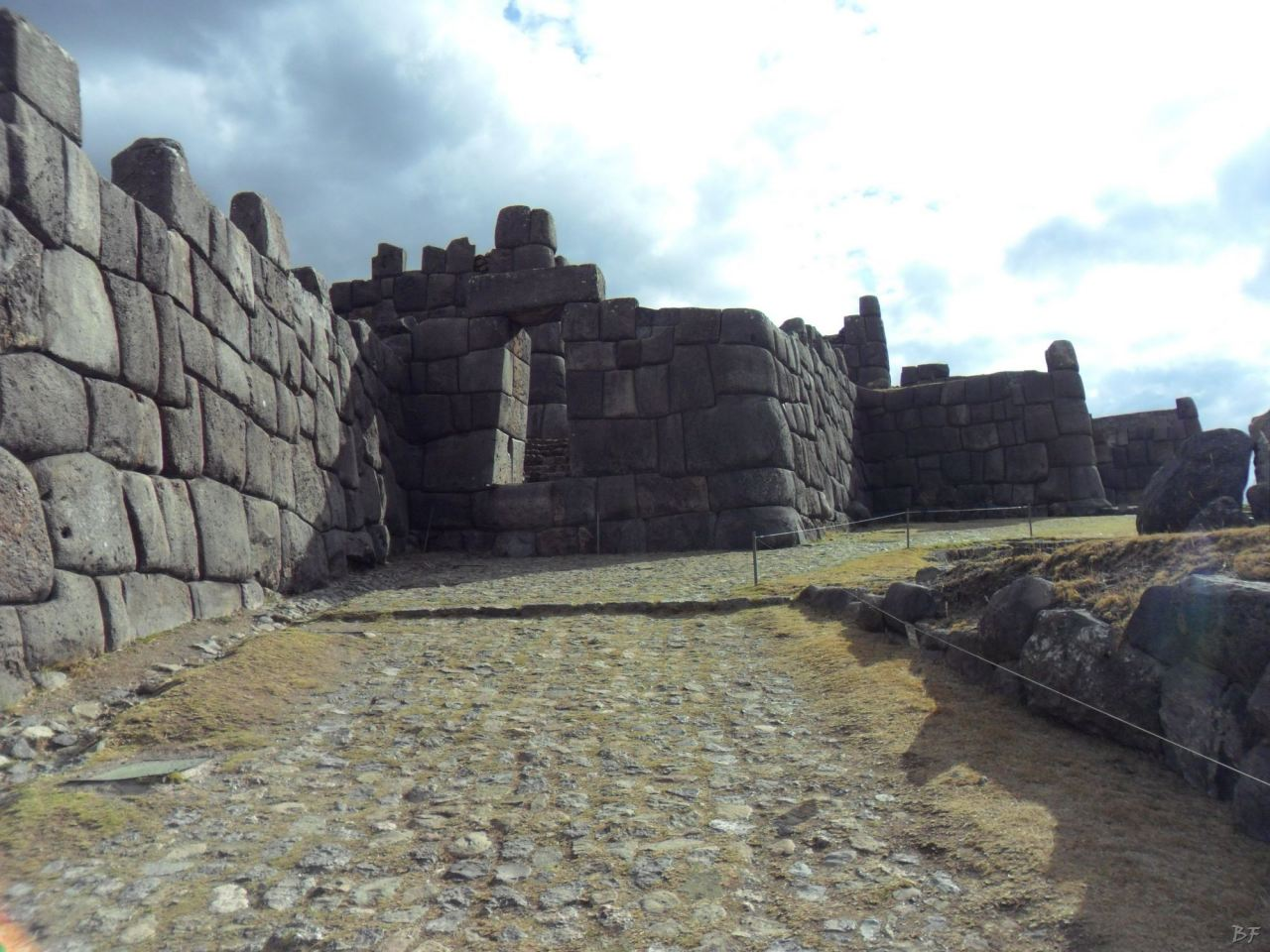 Sacsayhuamán-Mura-Megalitiche-Poligonali-Cusco-Peru-22