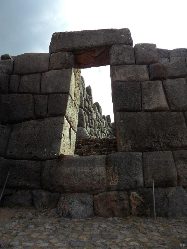 Sacsayhuamán-Mura-Megalitiche-Poligonali-Cusco-Peru-23