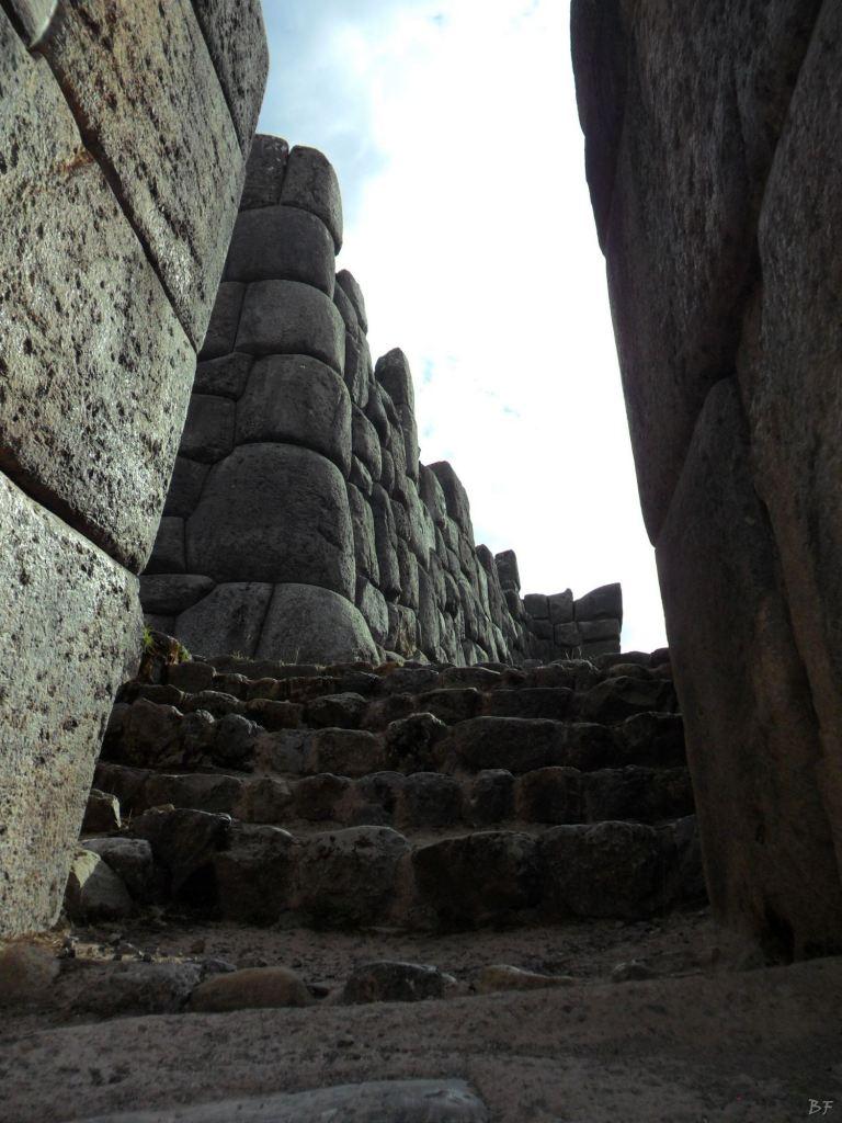 Sacsayhuamán-Mura-Megalitiche-Poligonali-Cusco-Peru-24
