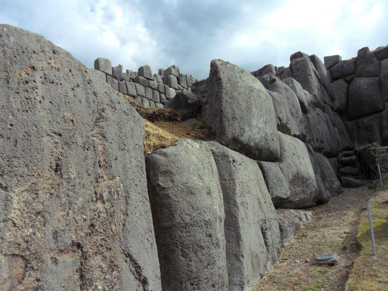 Sacsayhuamán-Mura-Megalitiche-Poligonali-Cusco-Peru-26