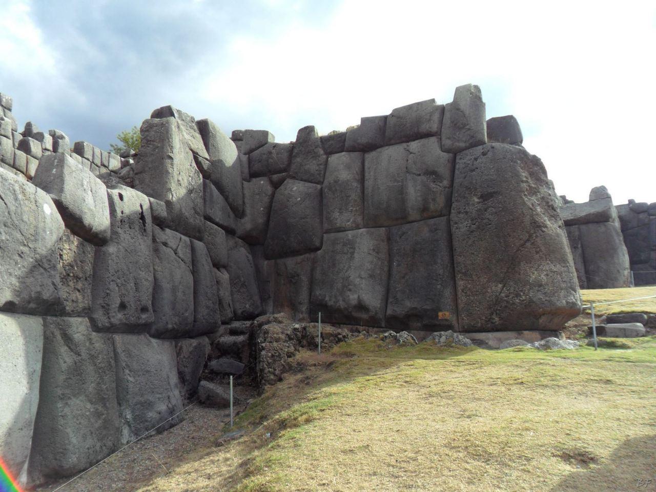 Sacsayhuamán-Mura-Megalitiche-Poligonali-Cusco-Peru-27