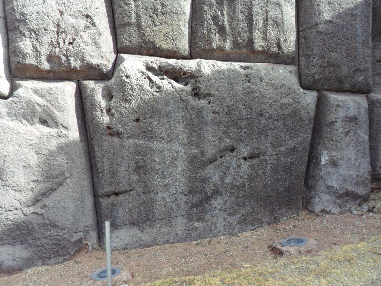 Sacsayhuamán-Mura-Megalitiche-Poligonali-Cusco-Peru-29