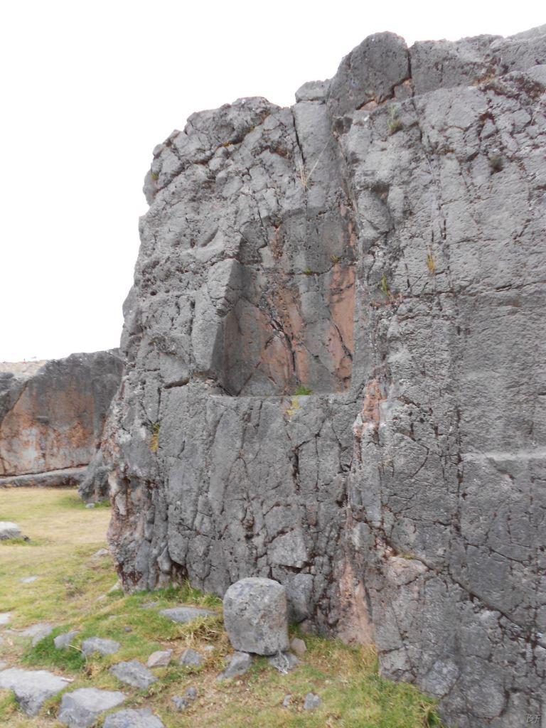 Sacsayhuamán-Mura-Megalitiche-Poligonali-Cusco-Peru-49