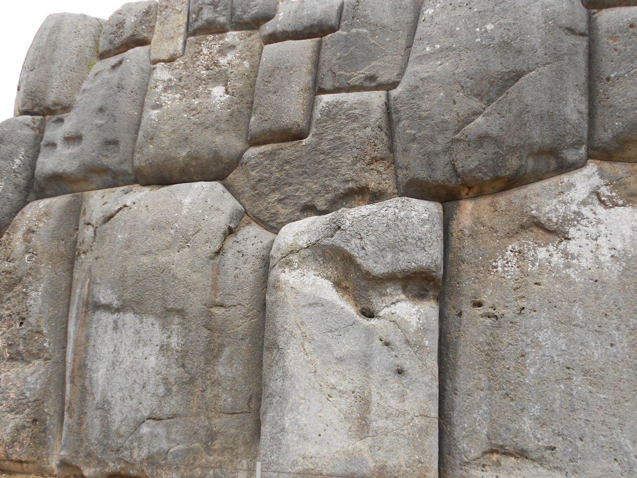 Sacsayhuamán-Mura-Megalitiche-Poligonali-Cusco-Peru-54